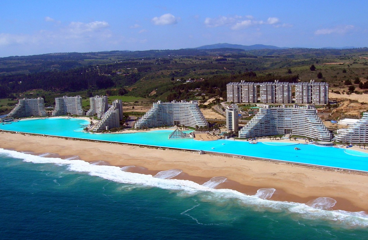 11-Amazing-Pools-sal-alfonso-del-mar-seawater-pool-algarrobo-chile-largest-pool-in-the-world