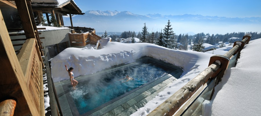 18-Amazing-Pools-lecrans-hotel-spa-pool-crans-montana-switzerland
