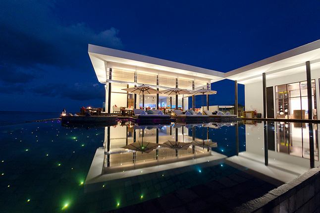 23-Amazing-Pools-jumeirah-dhevanafushi-resort-maldives