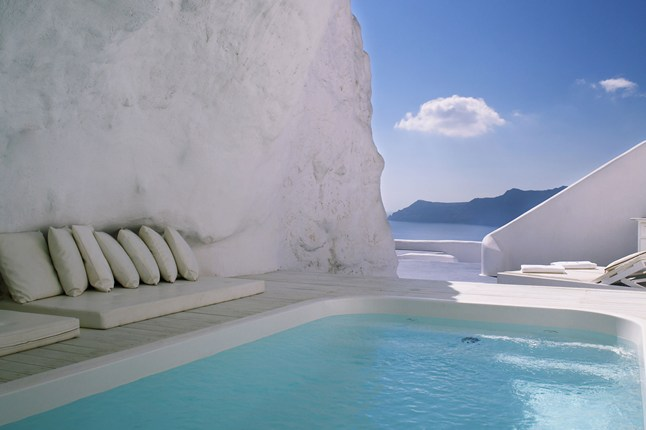 24-Amazing-Pools-santorini-greece