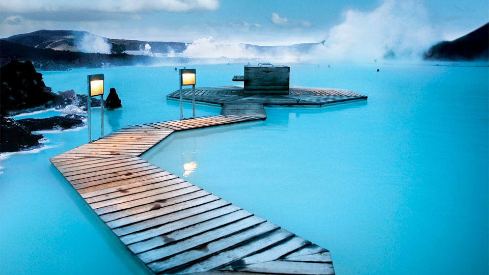 27-Amazing-Pools-blue-lagoon-geothermal-resort-grindavik-iceland