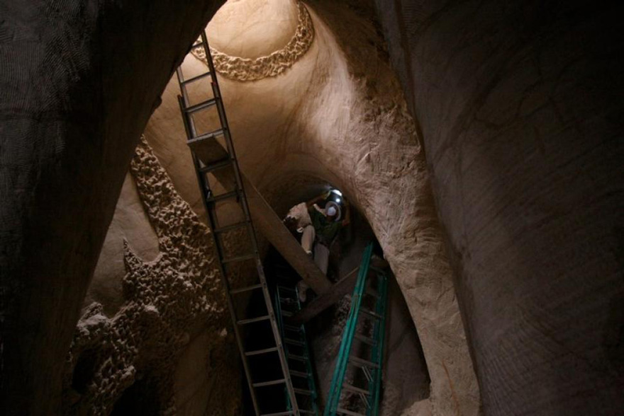 Ra Paulette carving a cave