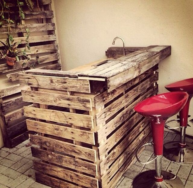 DIY bar made out of shipping pallets