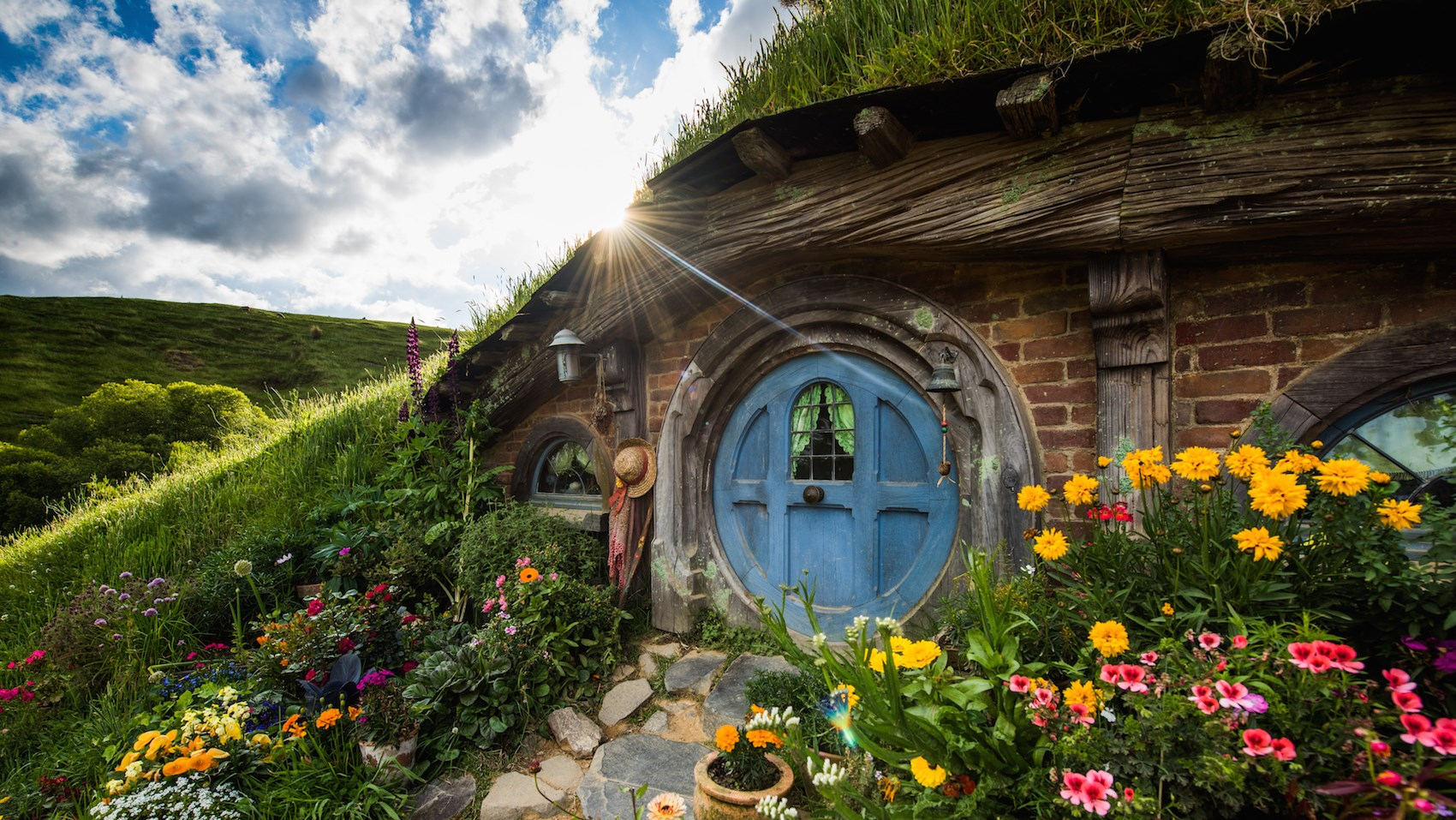 venture out hobbiton lord of the rings new zealand