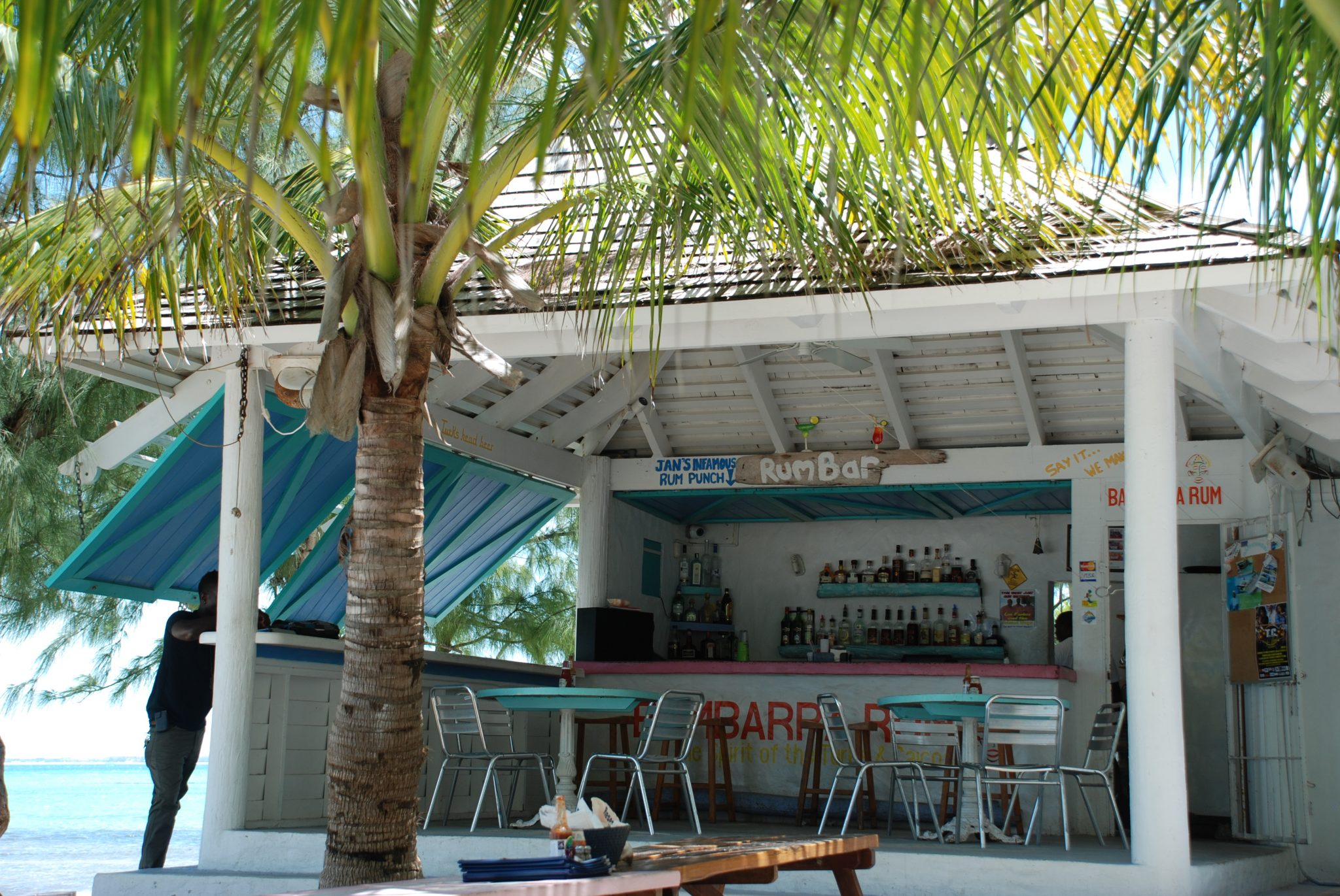 ootd-fashion-world-beach-bars-da-conch-shack-turks-caicos-islands-02