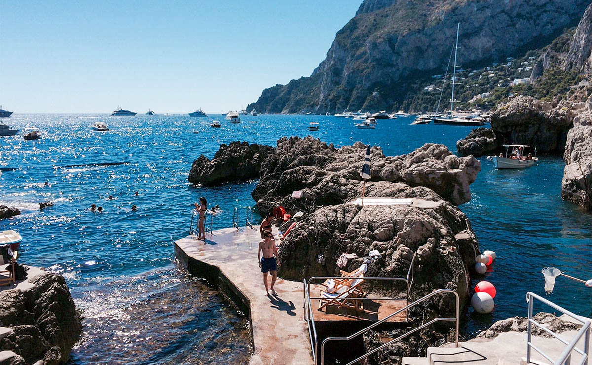 stackliving-beach-bars-fontelina-beach-club-capri-italy-02