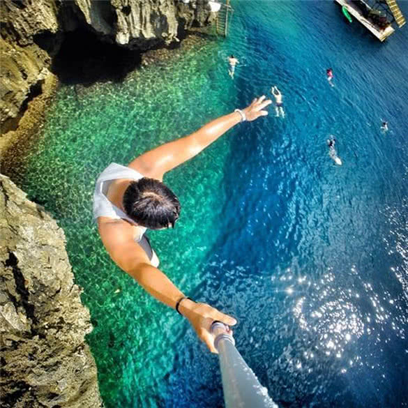 stackliving-exciting-things-boracay-island-philippines-03-Cliff-jumping-in-Boracay-in-the-Philippines