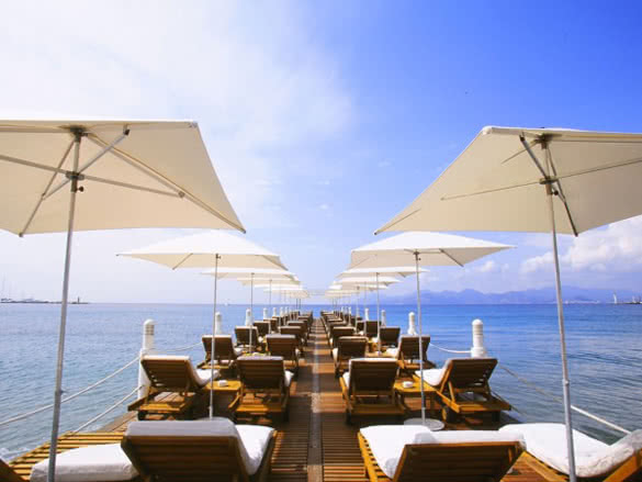stackliving-gorgeous-beach-bars-world-06-z-plage-cannes