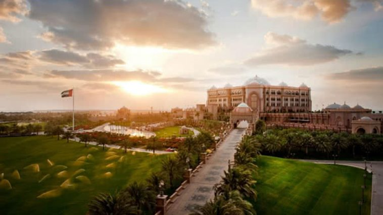 stackliving-most-luxurious-hotels-in-world-01-Emirates-Palace-Hotel