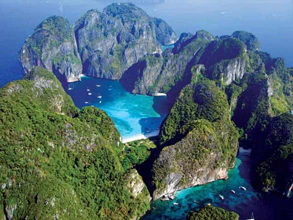 stackliving-perfect-honeymoon-destinations-03-phi-phi-island
