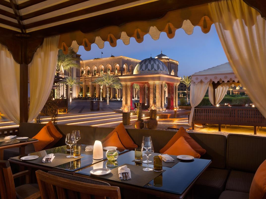 stackliving-luxurious-hotels-01-emirates-palace-abu-dhabi-04-fine-dining
