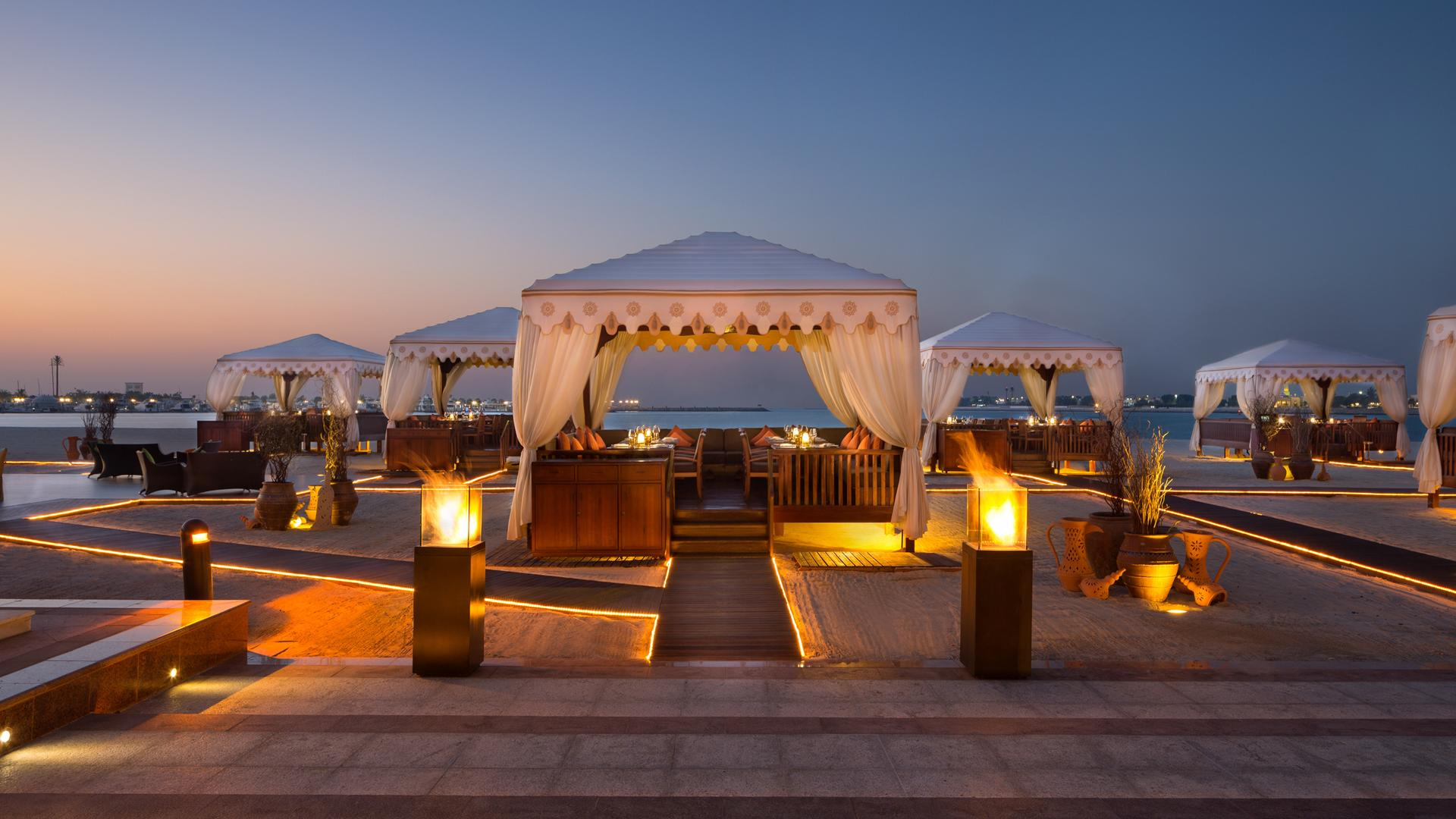 stackliving-luxurious-hotels-01-emirates-palace-abu-dhabi-05-Beach-cabanas