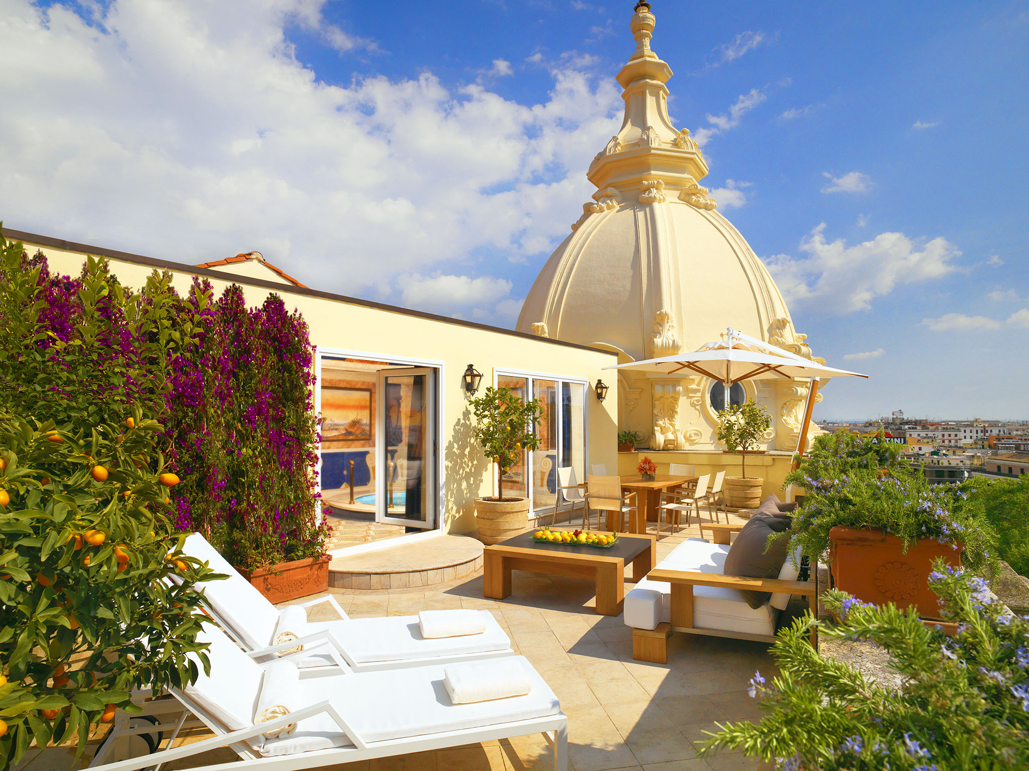 stackliving-luxurious-hotels-06-Westin-Excelsior-Rome-03-rooftop-balcony-view