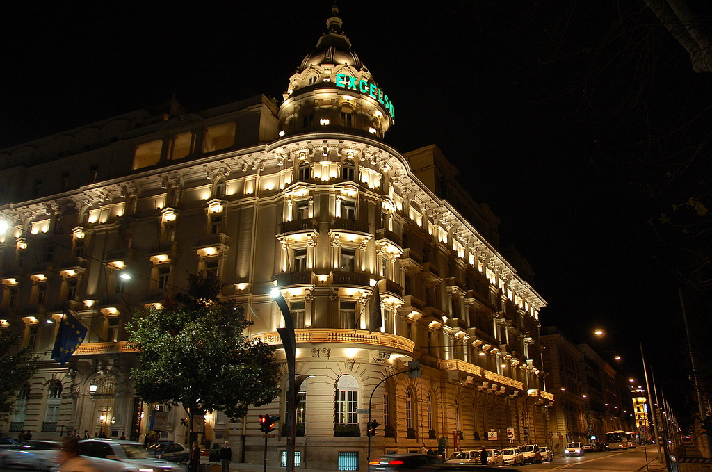 stackliving-luxurious-hotels-06-Westin-Excelsior-Rome-04-exterior-night